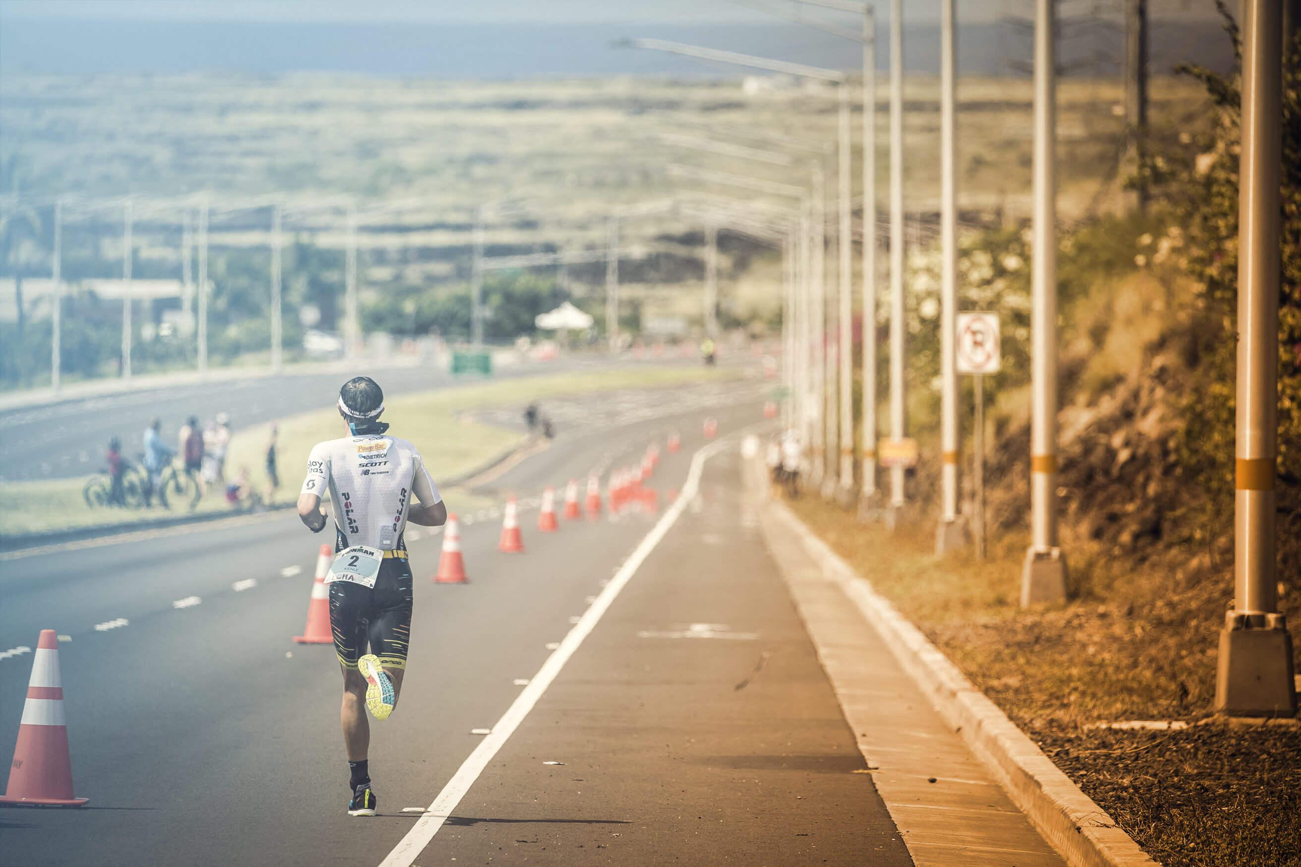 Einsamkeit auf der Laufstrecke beim Ironman Kona