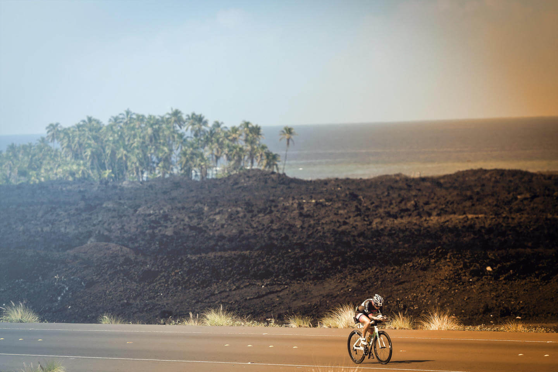 Radstrecke durch die Lava beim Ironman Hawaii